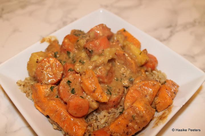 Korma met zoete aardappel, wortel en ananas (Julienne)