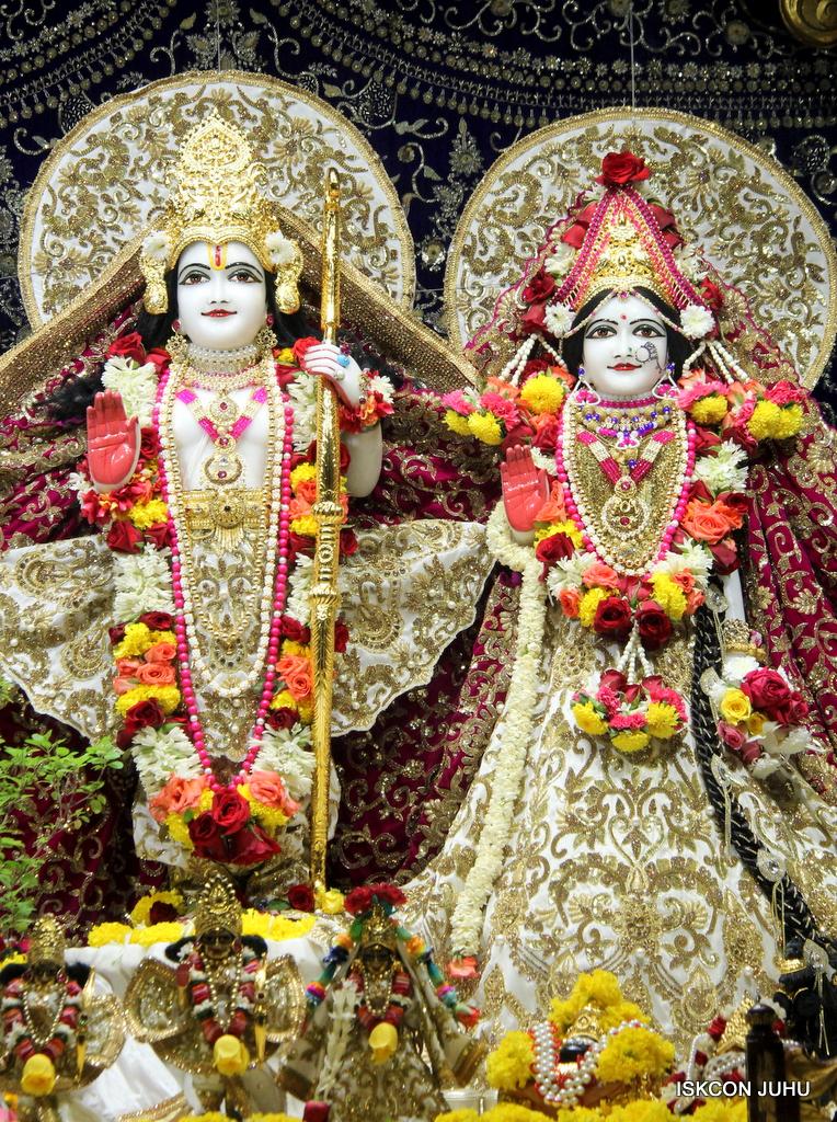 ISKCON Juhu Sringar Deity Darshan on 11th Sep 2016 (44)