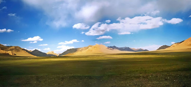 Le Grand Pamir près de Chechekty (3900 m). Photo : Robert Middleton