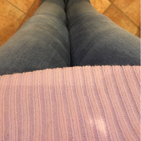 Jeans mit Pullover