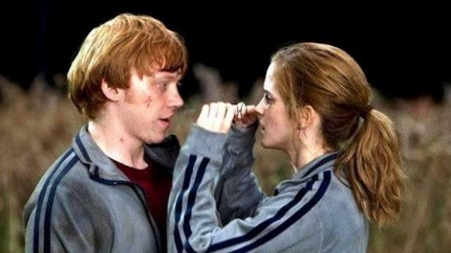 Exatamente 26 anos atrás Rony e Hermione eram nomeados os novos monitores da Grifinoria | Molly Weasley comprava uma nova vassoura para Rony