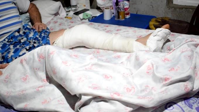 Hace dos meses que un hombre está inmóvil en su cama porque la obra social no habilita su operacion que es de urgencia