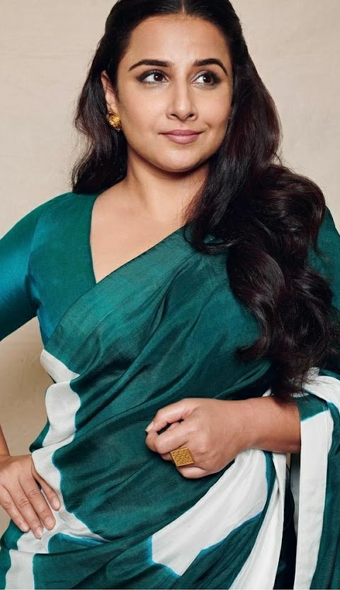 Vidya Balan Looked Stunning In Bottel Green Abstract hand Painted saree !