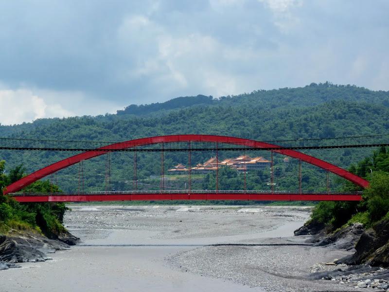 l ' ancien et le nouveau pont