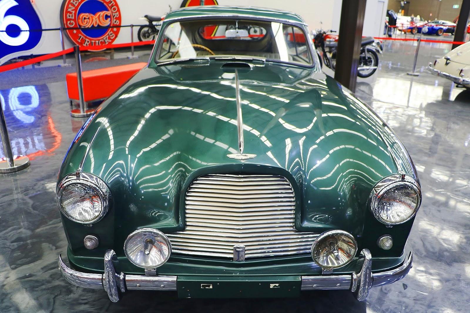 Aston Martin DB4 (02).jpg