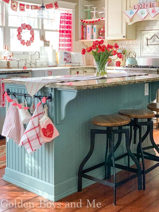 Valentine's Day decor in cottage style kitchen - www.goldenboysandme.com