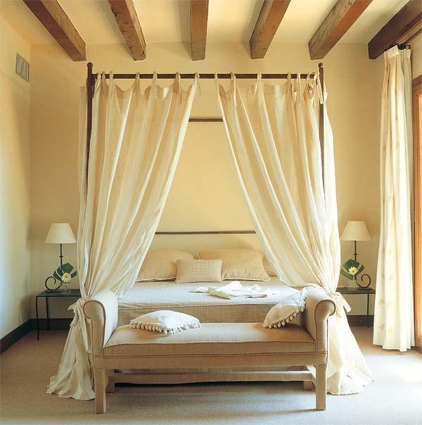Muebles y decoraci n de interiores dormitorio camas con - Cama dosel madera ...