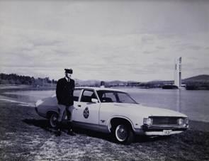 police pursuit car