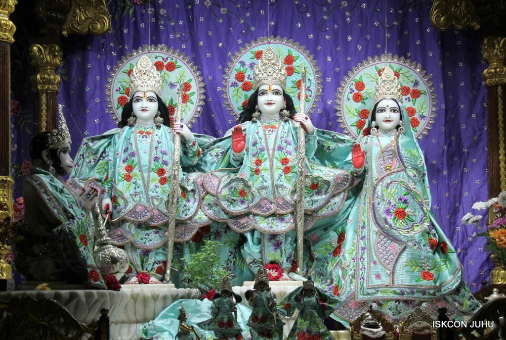 ISKCON Juhu Mangla Deity Darshan 17 Dec 2015 (26)
