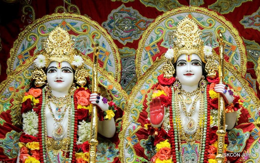 ISKCON Juhu Sringar Deity Darshan on 23rd Aug 2016 (37)