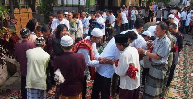 Ulama NU, Arsitek Tradisi Halal Bi Halal Dan Kupatan