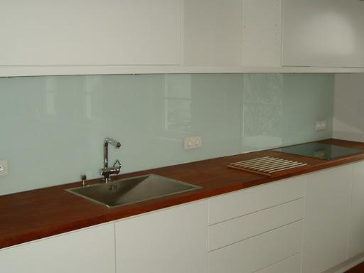 farbig lackiertes glas. Black Bedroom Furniture Sets. Home Design Ideas