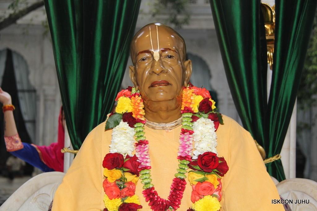ISKCON Juhu Sringar Deity Darshan 5 Jan 2017 (40)