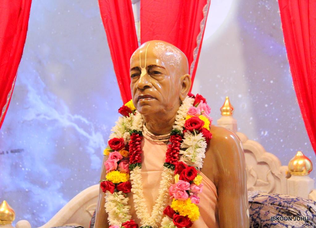 ISKCON Juhu Sringar Deity Darshan on 19th Oct 2016 (35)