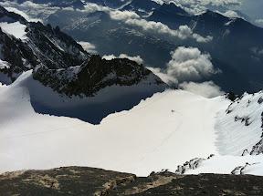 Aiguilles d'Entrèves et un petit avion qui vient se poser sur le glacier!