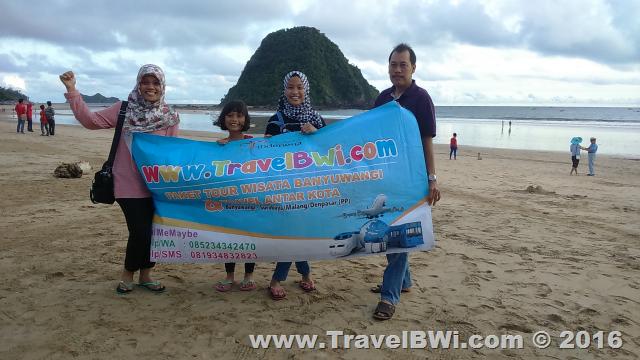 Paket Tour Wisata Banyuwangi Travel BWi - Pulau Merah Red Island - Joko DKK