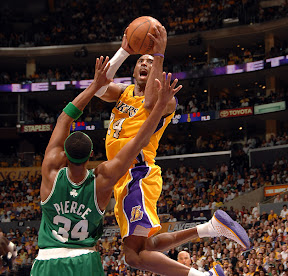 Lakers Ko. Brutto infortunio per Kobe Bryant