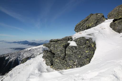 Skaly na hrebeni Barancu