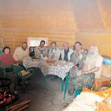 """Lépidoptéristes de l'ALF et guides russes à l'hôtel """"Ak Boom"""" (alt. 1600 m), le 5 juillet 2010. Photo : J. Marquet"""