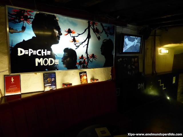 depeche-mode-bar-tallin.JPG