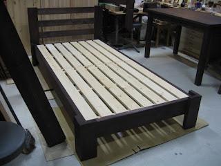 手作り木製のベッド