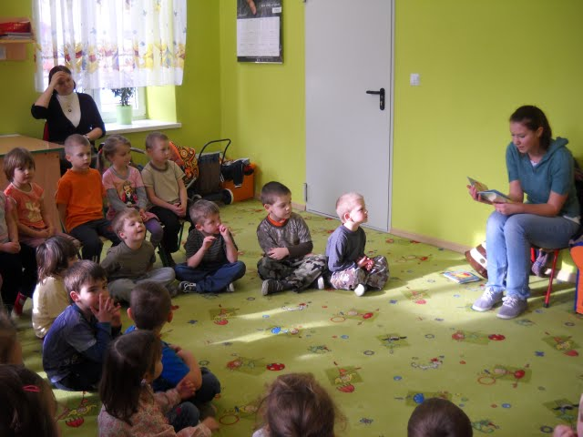 Czytanie w przedszkolu - DSCN1094.jpg