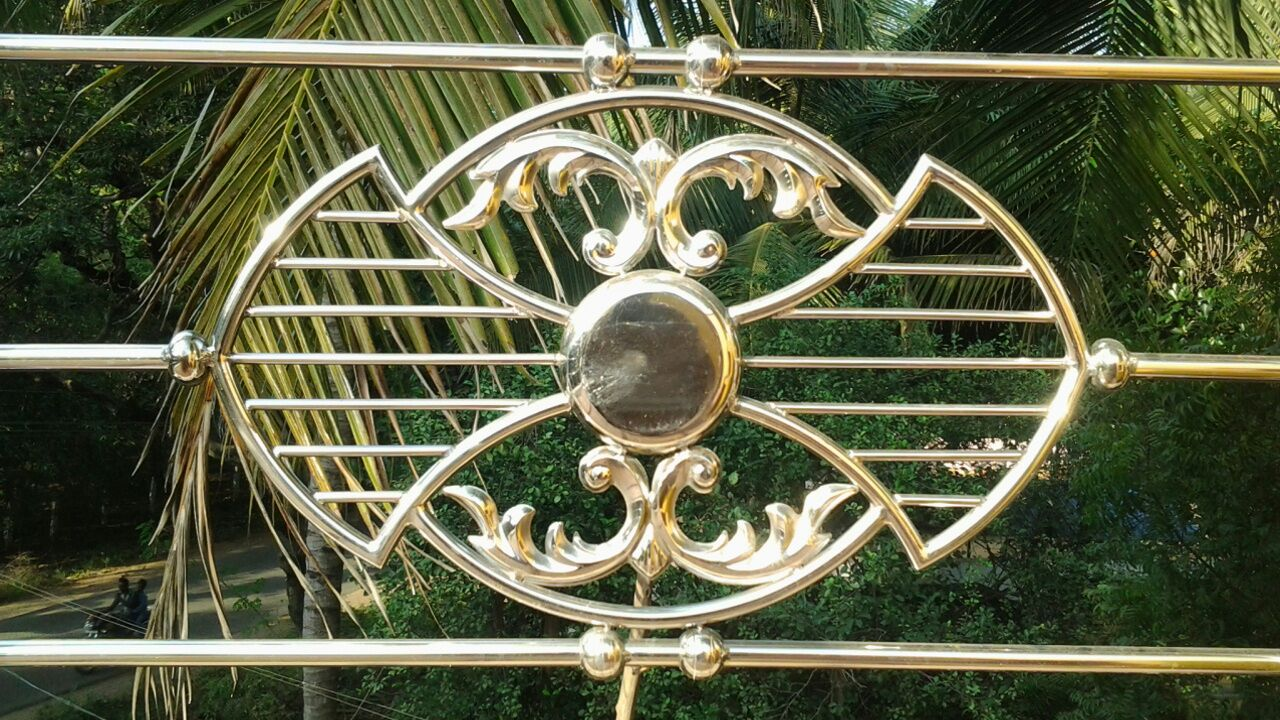 Contractors in chennai ss grill work chennai ss grill for Simple balcony grill design