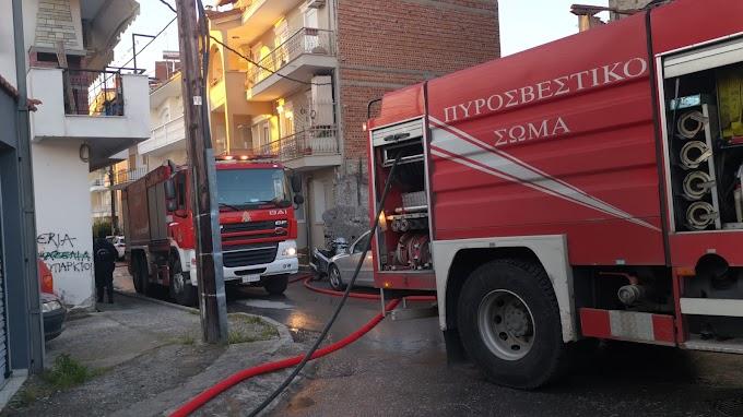 Φωτογραφίες - Βίντεο - Φωτιά προκλήθηκε σε εγκαταλελειμμένο σπίτι στην Βέροια