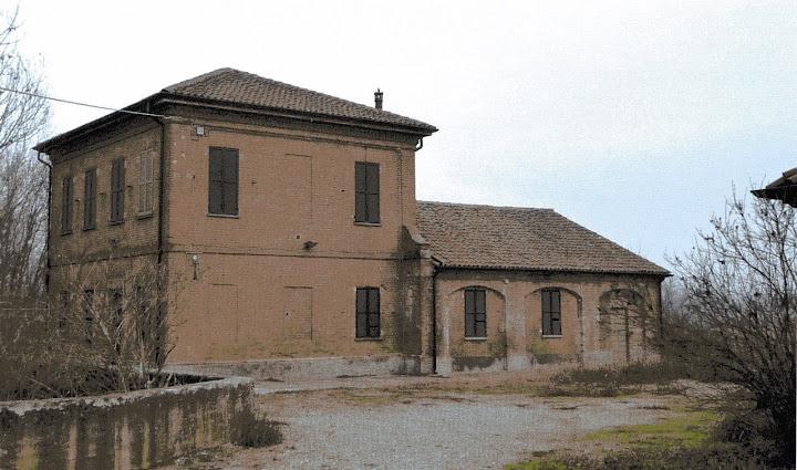 Edificio d'imbocco della chiavica con l'annessa casa del custode.