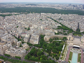 That's the Trocadero on the lower right. You can see that huge stage setup between the Palais and the fountain.