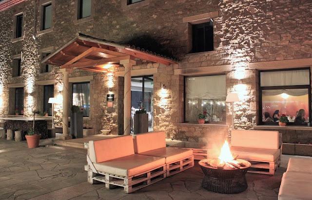 Terrassa Hotel Urbisol de nit.jpg
