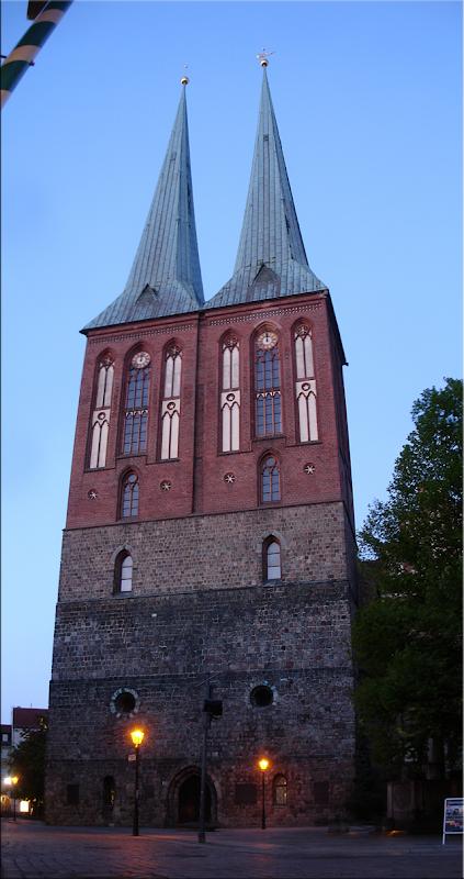 La primera iglesia de Berlín, la neogótica Nikolaikirche - Berlín'10