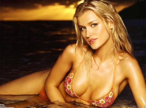 Phat cuong voi my nu Playboy Joanna Krupa  Anh 6