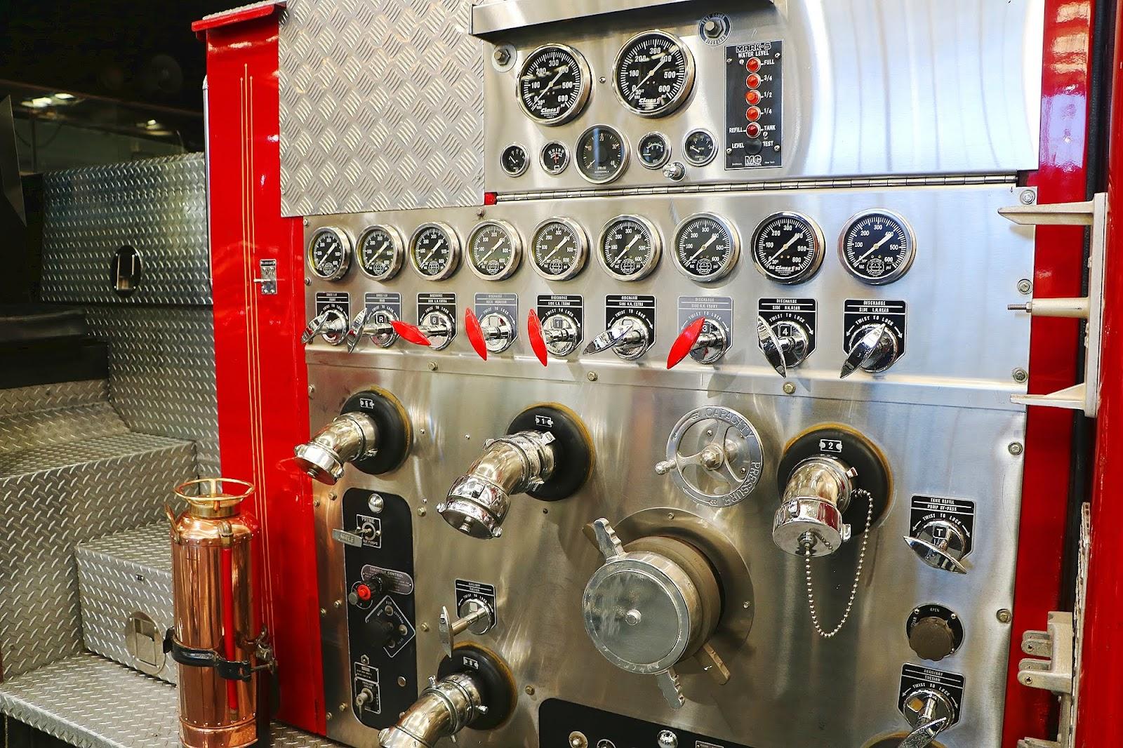 America LaFrance Fire Truck (16).jpg