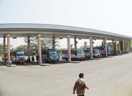 berita foto video sinar ngawi terkini: kondisi terminal kertonegoro jelang lebaran 2015 masih terlihat sepi