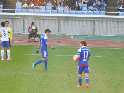 ペナルティスポットに行く横浜F・マリノス齋藤学