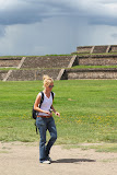 Isabell walking through the Ciudadela (© 2010 Bernd Neeser)