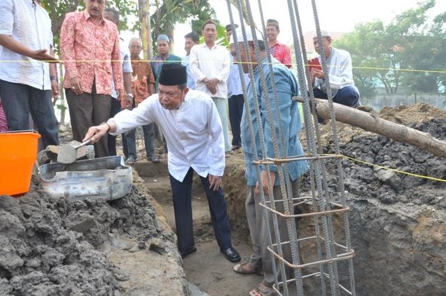 Walikota Lakukan Peletakan Batu Pertama Pembangunan Masjid Mujahidin