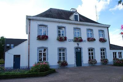 Opglabbeek, oude pastorie (Averbode) gebouwd in de 18de eeuw. Aanvankelijk diende het gebouw als abdij, later als pastorie, nog later als gemeentehuis.