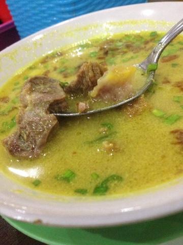 maniak-makan-empal-gentong-haji-apud-khas-cirebon