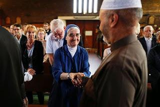 Les messes d'hommage au père Hamel rassemblent chrétiens et musulmans