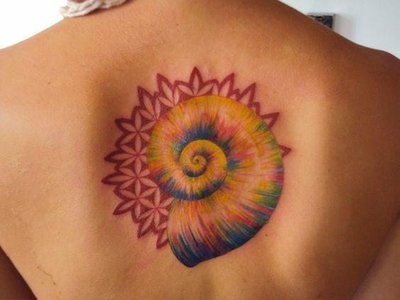 floral_espiral_shell_de_volta_tatuagem