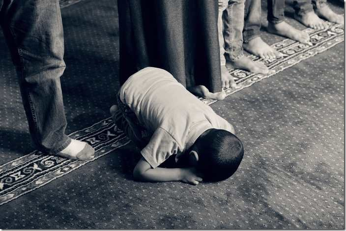 The dream's interpretation about bowing in prayer in Islam.