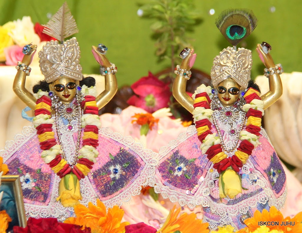 ISKCON Juhu Sringar Deity Darshan on 30th June 2016 (38)