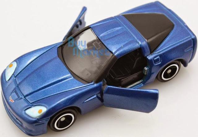 Chiếc Ô tô Chevrolet Corvette Z06 màu xanh có thiết kế chắc chắn, không góc cạnh, rất an toàn cho trẻ nhỏ