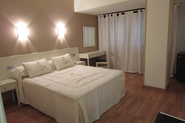 Hotel Robledo, Calle Alfredo Truan, 2, 33205 Gijón, Asturias, Spain
