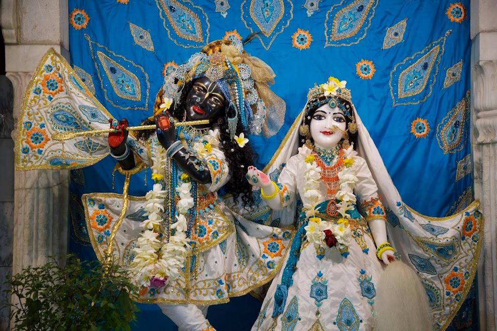 ISKCON New Govardhan Deity Darshan 08 Dec 2016 (1)