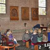 Kleuters bezoeken Martinuskerk - DSC_0019.JPG