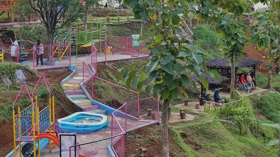 fasilitas wisata yang cukup lengkap di tempat wisata durian Park Wonosalam