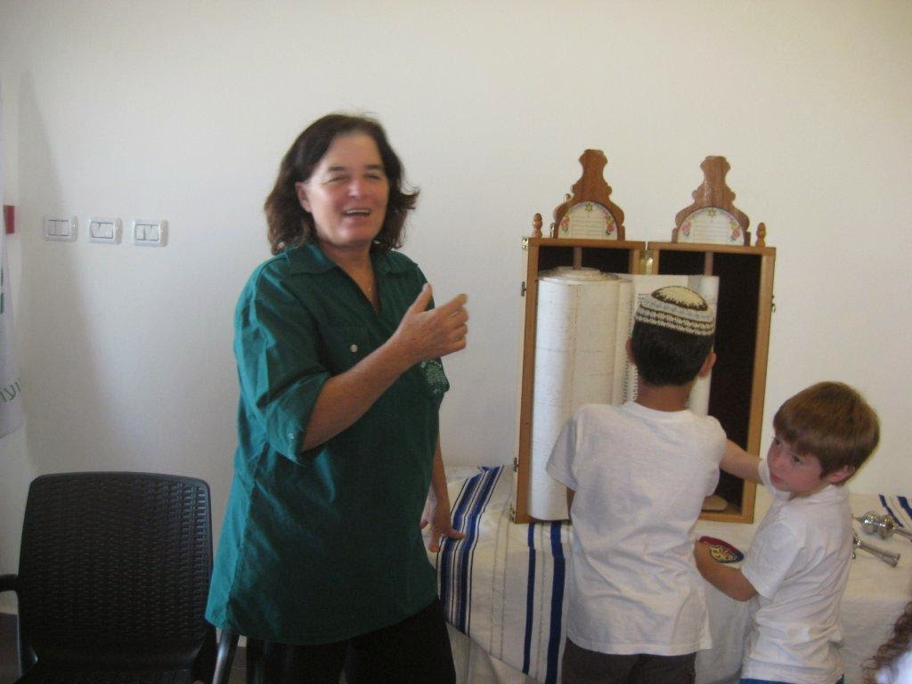 Receiving Torah 2nd grade 2012  - IMG_5335.jpg